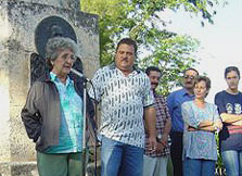 Irma Sehwerert, mother of René and other relatives of the Five, recently visited the mausoleum where they demanded the immediate release of the heroes. Foto: Lázaro David Najarro Pujol